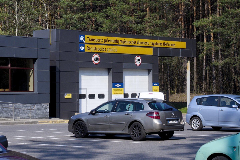 Jau gegužės 1 d. pradeda veikti nauja transporto priemonių savininkų apskaitos sistema.<br>V.Ščiavinsko nuotr.