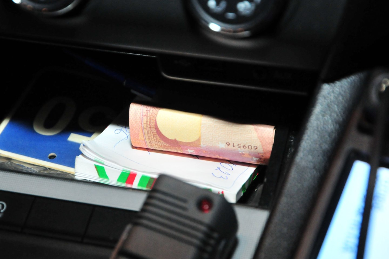 """Sklandantys gandai apie už pinigus """"pravaromą"""" techninę automobilių apžiūrą aiškiai suklaidino pusamžį pasvalietį.<br>A.Vaitkevičiaus nuotr."""