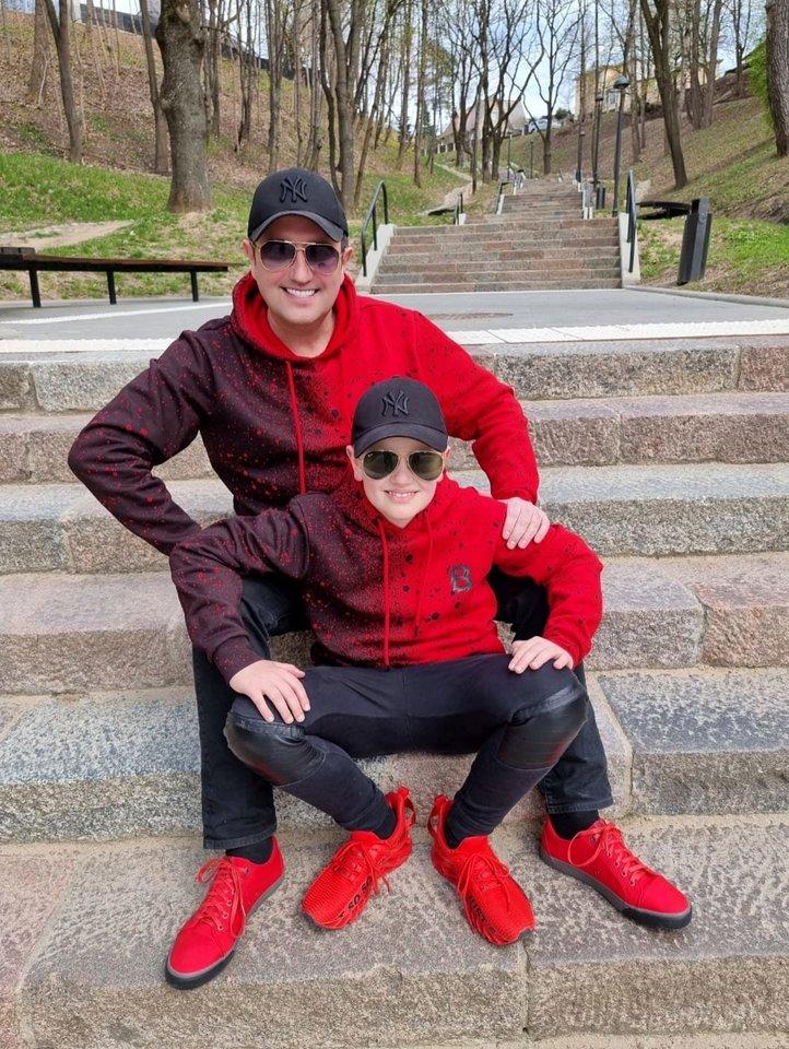Rytis Cicinas su sūnumi Adu.<br>Soc. tinklų nuotr.