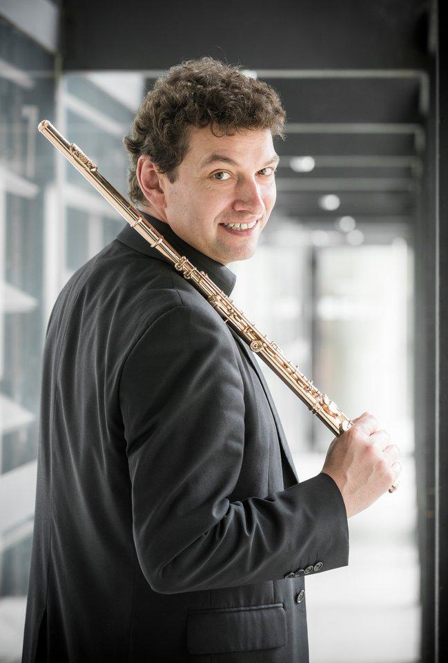 Talentingas ir įvairiapusis muzikas K.Zehnderis nuolat pasirodo svarbiausiose Europos koncertų salėse ir festivaliuose.