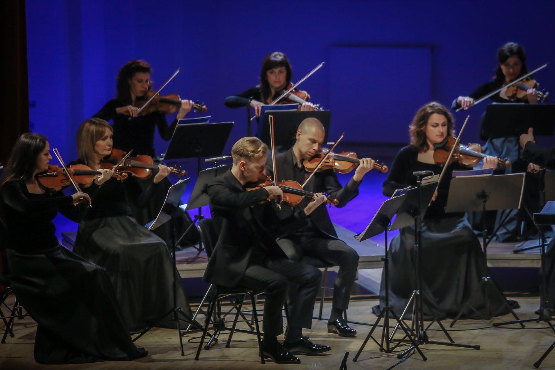 Solistai gros su Klaipėdos kameriniu orkestru.<br>V.Petriko nuotr.