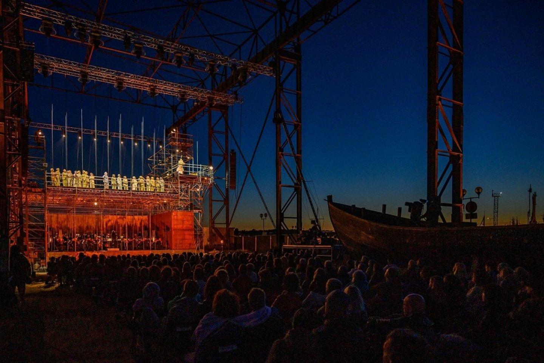"Senajame elinge - R.Wagnerio opera ""Skrajojantis olandas"".<br>M.Aleksos nuotr."