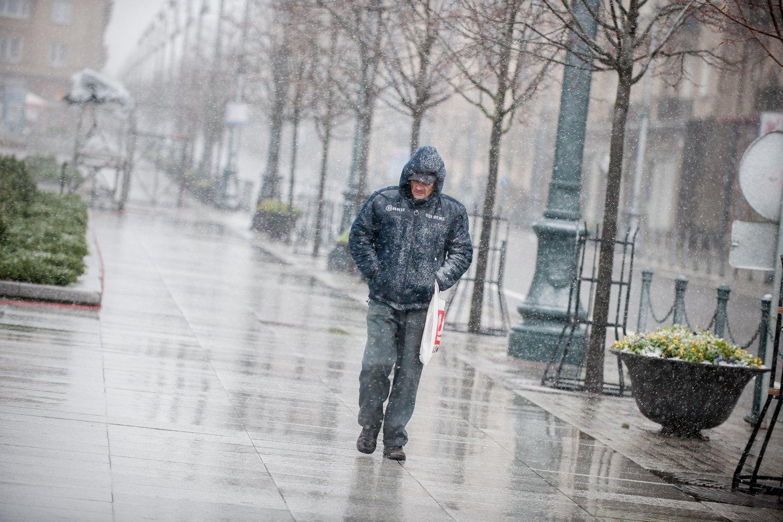 Po giedro šeštadienio orai vėl bjurs – stiprus vėjas atgins lietų ir šlapdribą.<br>J.Stacevičiaus nuotr.