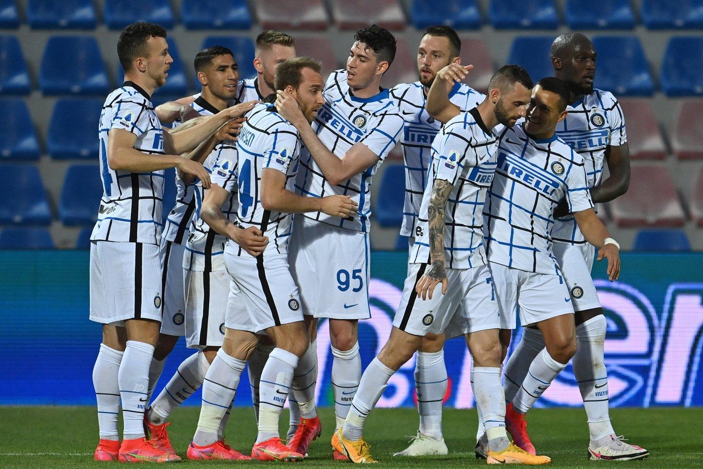 """Milano """"Inter"""" jau matuojasi čempionų karūną.<br>AP/Scanpix nuotr."""