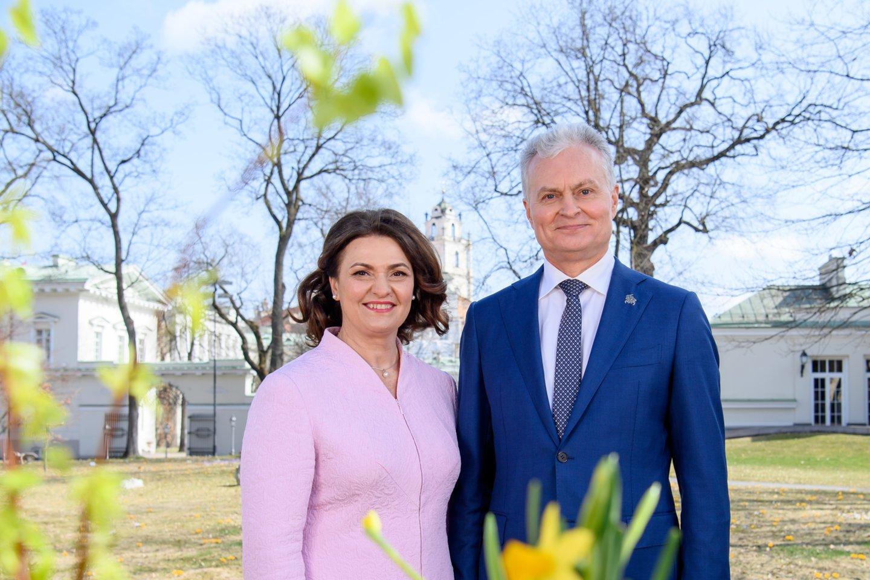 G. ir D. Nausėdos sveikina su Motinos diena: mamos yra gyvybės siūlas, kuris dovanoja mums viltį.<br>Prezidentūros nuotr.