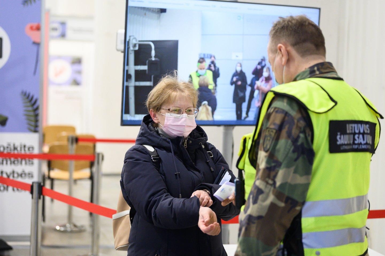 Pirmadienio Lietuvos Statistikos departamento duomenimis, šalyje pirmąja vakcinos doze paskiepyti691 343 asmenys, antrąja -303 295.<br>V.Skaraičio nuotr.