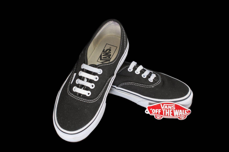 """""""Vans"""" batai ir 55 metus trunkanti pašėlusi kelionė amerikietiškais kalneliais.<br>123rf.com asociatyvi nuotr."""