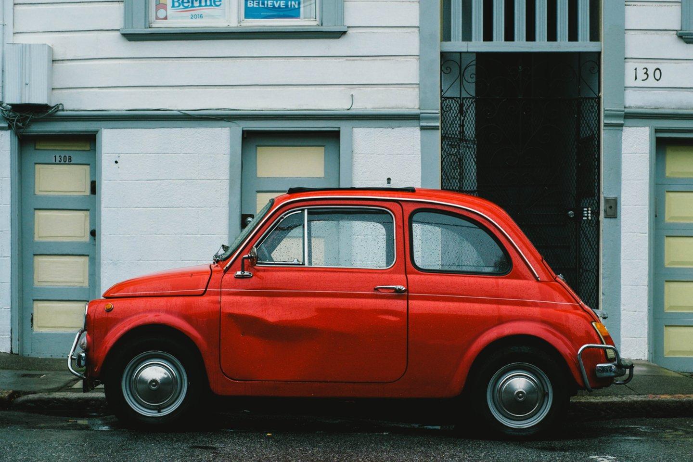 Namų sąlygomis galima pašalinti įlenkimus iš automobilio.<br>www.unsplash.com nuotr.