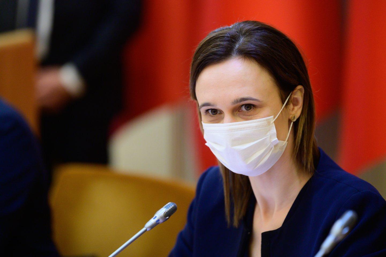 Laureatus sveikino ir Viktorija Čmilytė-Nielsen.<br>V.Skaraičio nuotr.