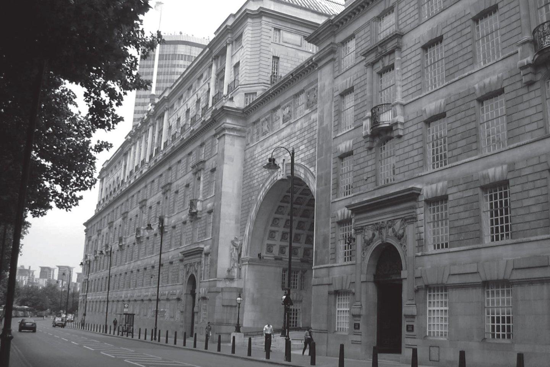 """""""Temzės namas"""". Britų žvalgybos tarnybos MI5 būstinė Londone.<br>Leidėjų nuotr."""