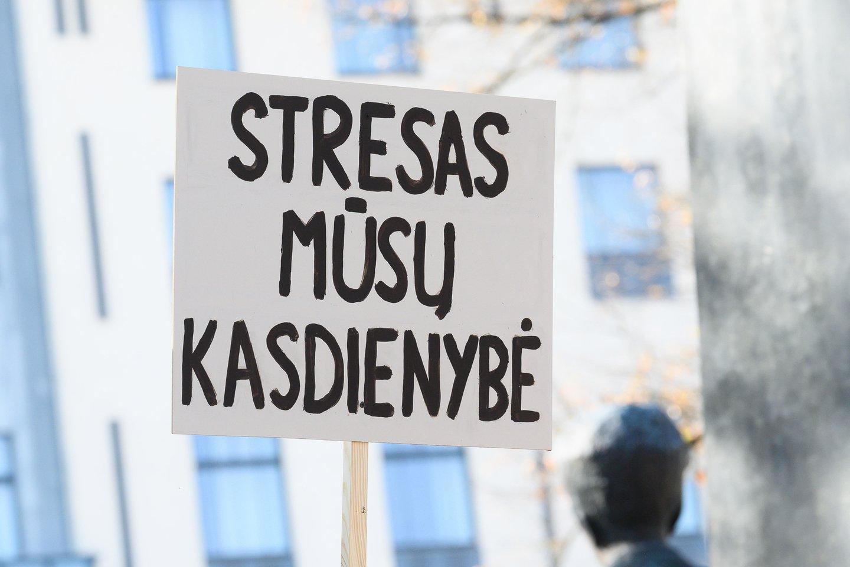 Stresas, įtampa, dienos režimo nebuvimas, nerimas dėl esamos situacijos ir dėl ateities Lietuvos gyventojų kasdienybėje nedingo, ne visi išmoko, kaip su tuo susitvarkyti.<br>V.Skaraičio nuotr.