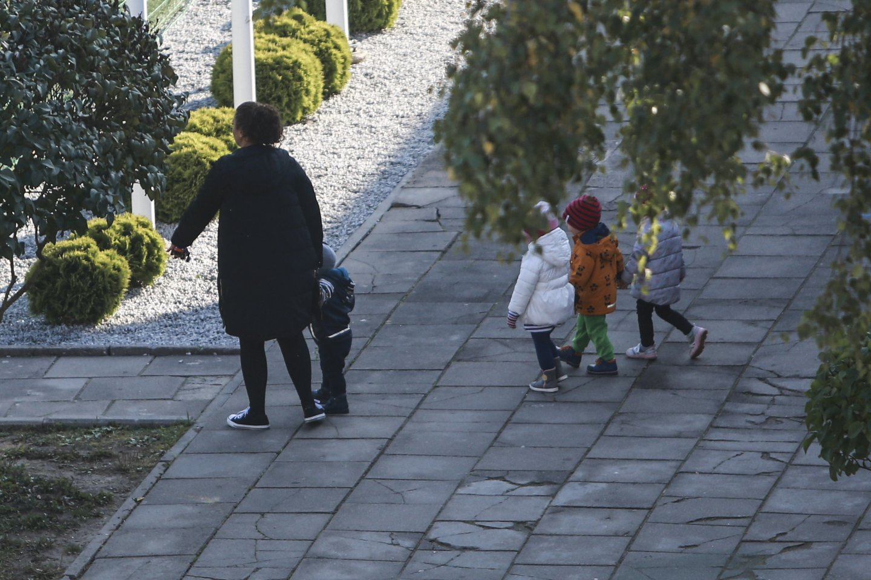 Siūloma sudaryti sąlygas proseneliams, turintiems draudžiamųjų pajamų, gauti vaiko priežiūros išmoką.<br>G.Bitvinsko nuotr.