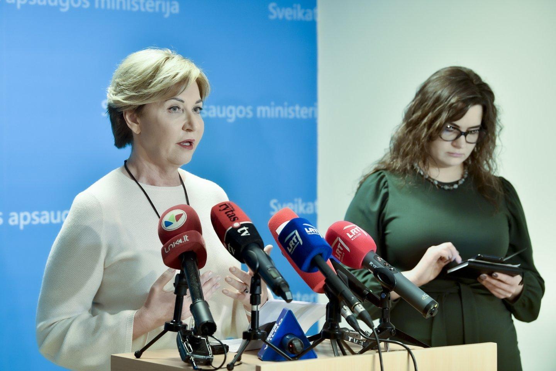 Nacionalinio visuomenės sveikatos centro Vilniaus departamento direktorė Rolanda Lingienė ir ministro patarėja Lina Bušinskaitė.<br>V.Ščiavinsko nuotr.