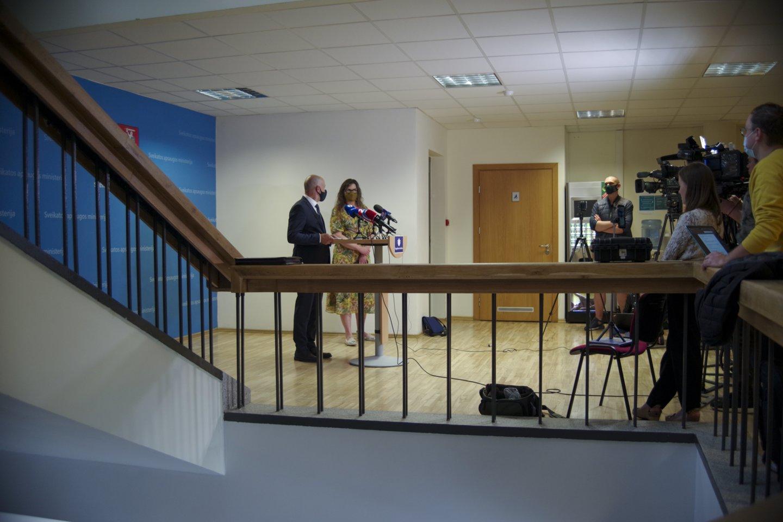 Spaudos konferencija apie koronaviruso naujienas Lietuvoje: Aurelijus Veryga ir Lina Bušinskaitė.<br>V.Ščiavinsko nuotr.
