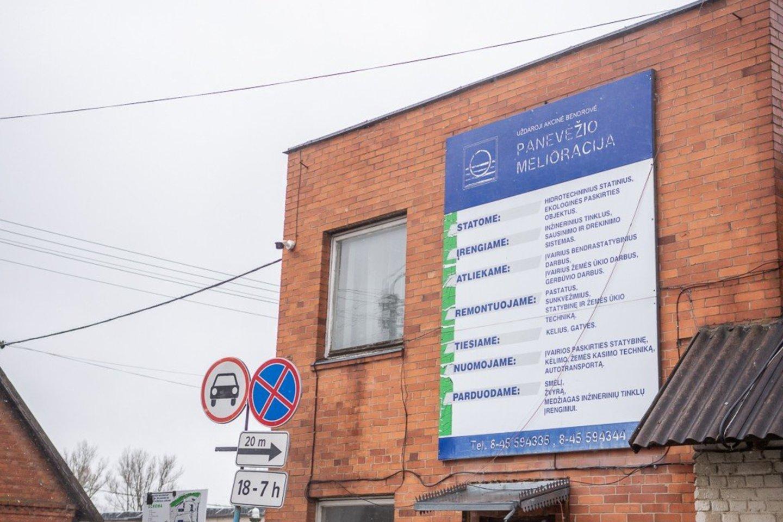 Panevėžio rajono Dembavos gyvenvietės Dembavos gatvės gyventojai, nors sako, jog gerai, kad rekonstruojamos jų gatvės, bet norėtų kokybiškesnio darbo.<br>R.Ančerevičiaus nuotr.