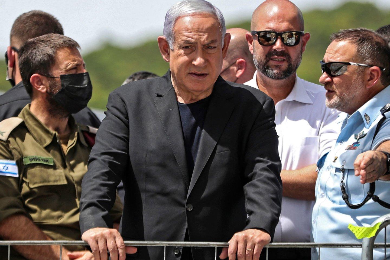 Izraelio ministras pirmininkas Benjaminas Netanyahu turi iki vidurnakčio suformuoti naują valdančiąją koaliciją.<br>AFP/Scanpix nuotr.