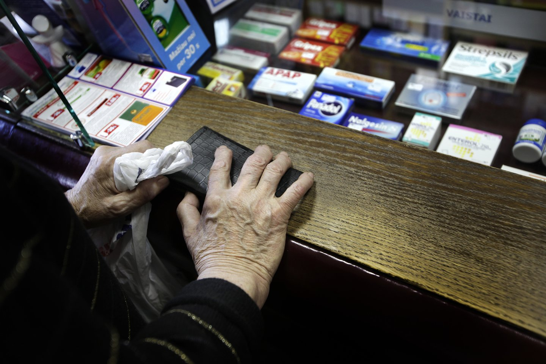 Vaistinės pernai iš gyventojų surinko 28,5 tonos pasenusių ir nereikalingų vaistų.<br>V.Balkūno nuotr.