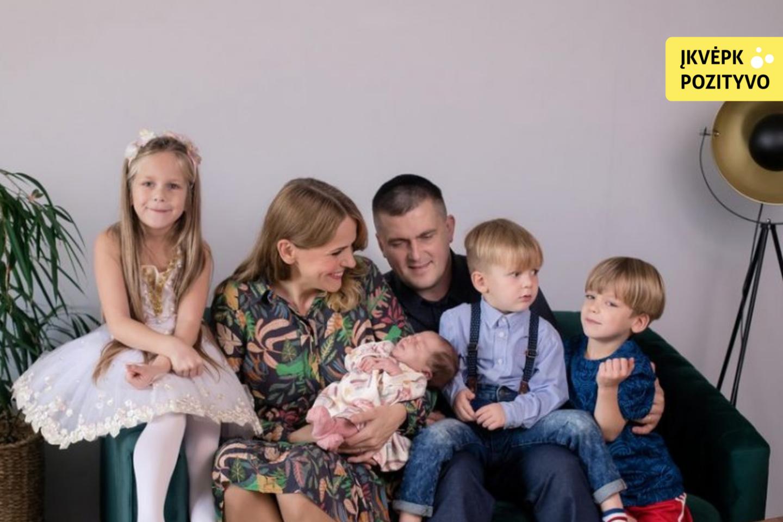 Danguolė ir Mindaugas Kalvaičiai – keturių vaikų tėvai.<br> Šeimos archyvo nuotr.