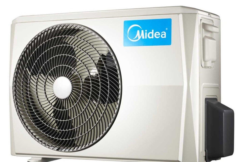 """Pasaulyje pripažintas ŠVOK sistemų gamintojas """"Midea"""" sukūrė modernų ir kokybišką oro kondicionierių """"Midea BreezeleSS+"""", kuris patalpoje vėsą užtikrina nepūsdamas sukoncentruotos atvėsinto oro srovės, veikia itin tyliai, išmaniai taupo energiją ir dėl elegantiško bei modernaus dizaino dera bet kuriame interjere.<br>Įmonės nuotr."""