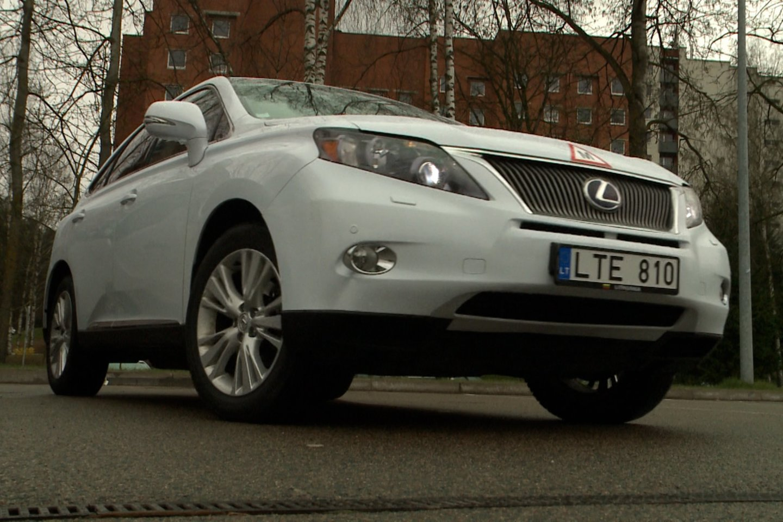 Už atgautą olimpiečio rentą – naujas Evaldo Petrausko automobilis su išskirtiniais numeriais.