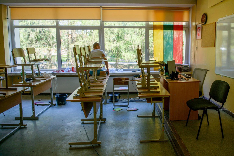 Trakų rajono, lentvario, Motiejaus Šimelionio, gimnazija, mokykla, rekonstrukcija, renovacija, darbas, statybos, klasė, pamoka, suolai<br>J.Stacevičiaus asociatyvi nuotr.