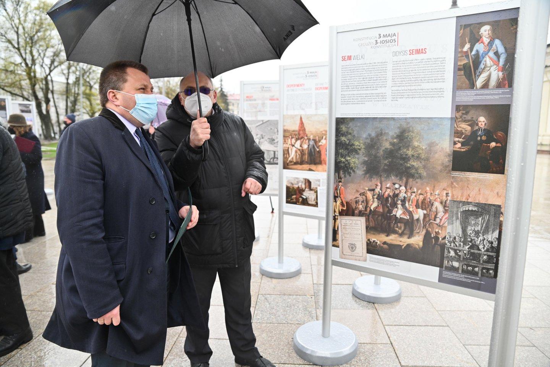 """Parodos """"Gegužės 3-iosios Konstitucija"""" atidarymas Vilniaus Katedros aikštėje.<br>URM nuotr."""