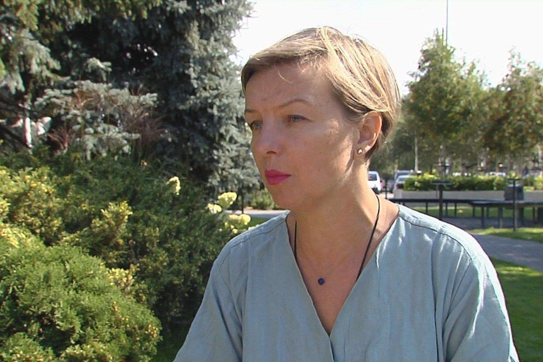Motinystę globojančių iniciatyvų sąjungos valdybos narė, dula Lina Gabrijolavičienė sako, kad pozos pasirinkimas aktyviajai gimdymo stadijai – tam metui, kai išstumiamas naujagimis – priklauso nuo daugelio veiksnių.<br>Stop kadras.