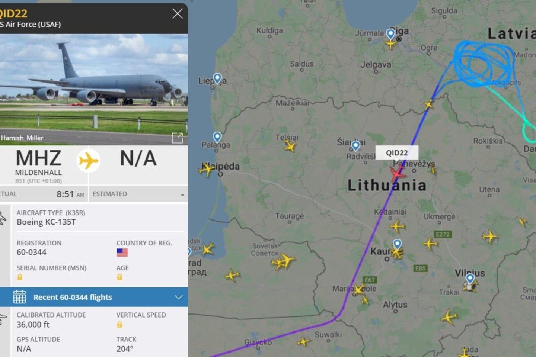 """Pažvelgus į skrydžių stebėjimo svetainę """"Flight Radar"""", galima buvo pamatyti, kad pasisukiojęs Latvijoje, per Lietuvą praskrido ir degalų ore papildymo lėktuvas """"Boeing KC-135 Stratotanker"""".<br>Ekrano nuotrauka."""