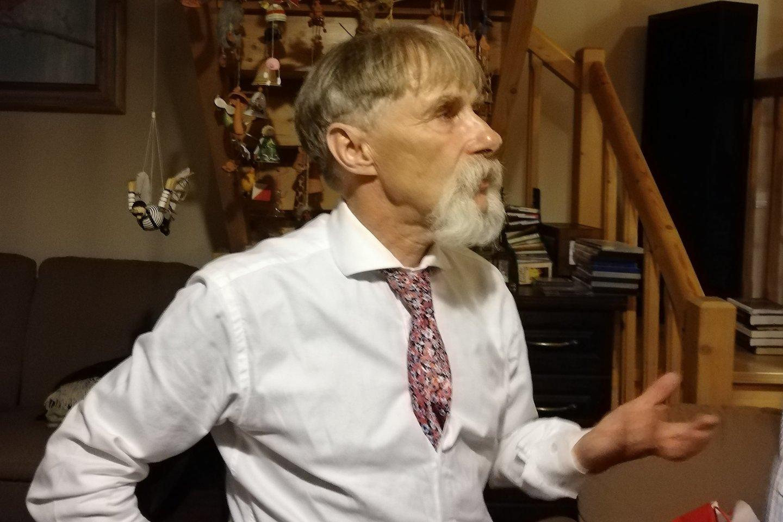 Gydytojas ir mokslininkas Julius Ptašekas turi ypatingą progą minėti Spaudos atgavimo, kalbos ir knygos dieną: Enciklopedijose ir žinynuose rašoma, jog būtent Ptašekų knygynai ko ne visais spaudos draudimo metais aprūpindavo draudžiamomis lietuviškomis knygomis Kauno kunigų seminariją.<br>Majos Ptašek nuotr.