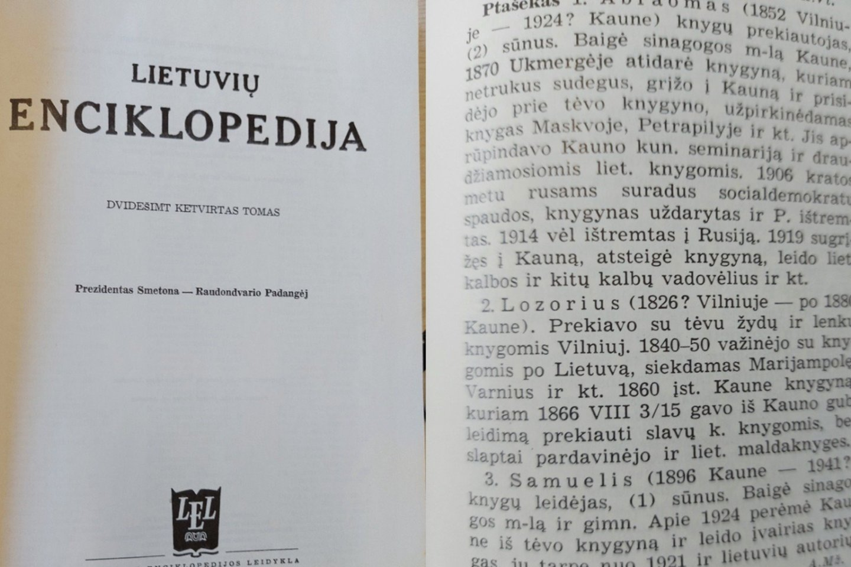 Gydytojas ir mokslininkas Julius Ptašekas turi ypatingą progą minėti Spaudos atgavimo, kalbos ir knygos dieną: Enciklopedijose ir žinynuose rašoma, jog būtent Ptašekų knygynai ko ne visais spaudos draudimo metais aprūpindavo draudžiamomis lietuviškomis knygomis Kauno kunigų seminariją.