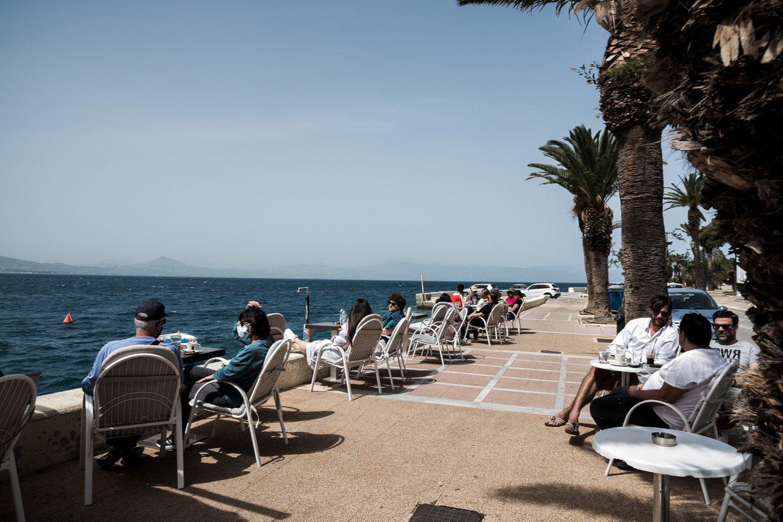 Graikija vėl atsivėrė daugybei užjūrio lankytojų, atnaujindama turizmo sektoriaus darbą, taip aplenkdama daugumą savo kaimynių Europoje.<br>ZUMA Press/Scanpix nuotr.