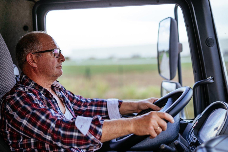Skaitytojas mano, kad vilkikų vairuotojai tuoj nebepajėgs išmaititni savo šeimos.<br>123rf.com asociatyvioji nuotr.