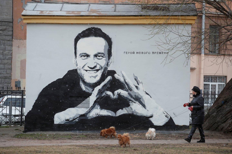 A. Navalno pretenzijos susijusios su D. Peskovo pareiškimu, kad opozicionierius galėjo bendradarbiauti su Vakarų specialiosiomis tarnybomis.<br>Reuters/Scanpix nuotr.