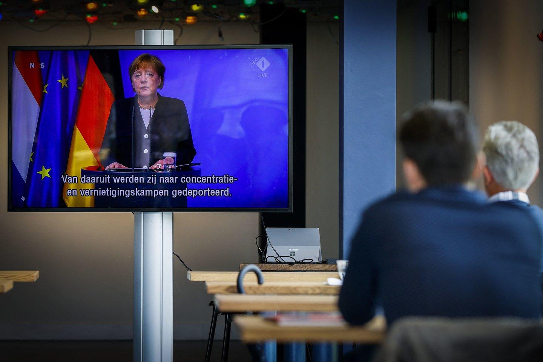 Kanclerė kalbėjo po istorinio teismo sprendimo, privertusio vyriausybę nustatyti ambicingesnius taršos anglies dvideginiu mažinimo tikslus.<br>AFP/Scanpix nuotr.