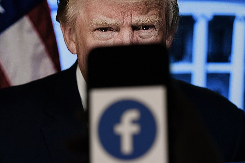 """Tiek """"Facebook"""", tiek """"Twitter"""" teigė, kad D. Trumpas buvo užblokuotas, nes pažeidinėjo šių platformų taisykles.<br>AFP/Scanpix nuotr."""