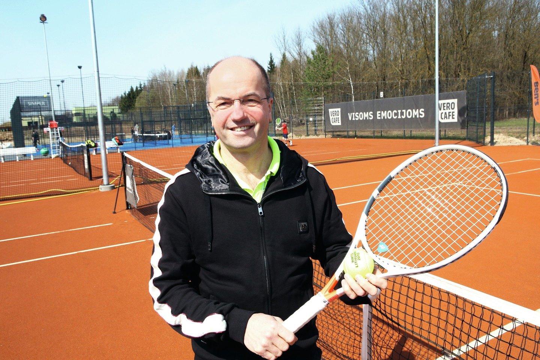 R.Žaliūnas sako, kad nors teniso turnyruose dažnai pralošia, jį motyvuoja pats dalyvavimas.<br>Modesto Patašiaus nuotr.
