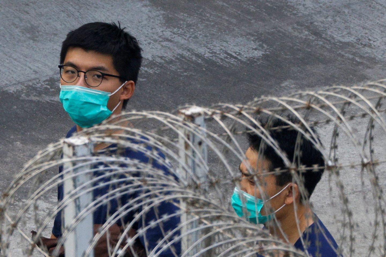 Honkongo disidentui Joshua Wongui skirta papildoma įkalinimo bausmė.<br>Tyrone Siu/Reuters/Scanpix nuotr.
