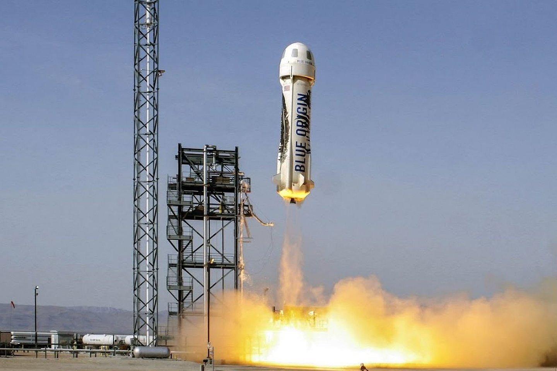 """""""Amazon"""" įkūrėjo Jeffo Bezoso kosmonautikos bendrovė liepą pirmą kartą į kosmosą iškels žmones.<br>""""Blue Origin"""" transliacijos stopkadras."""