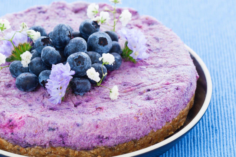 Veganiški tortai ar kiti saldumynai būna ryškūs, spalvoti, juose daug vaisių ir uogų.<br>123rf nuotr.