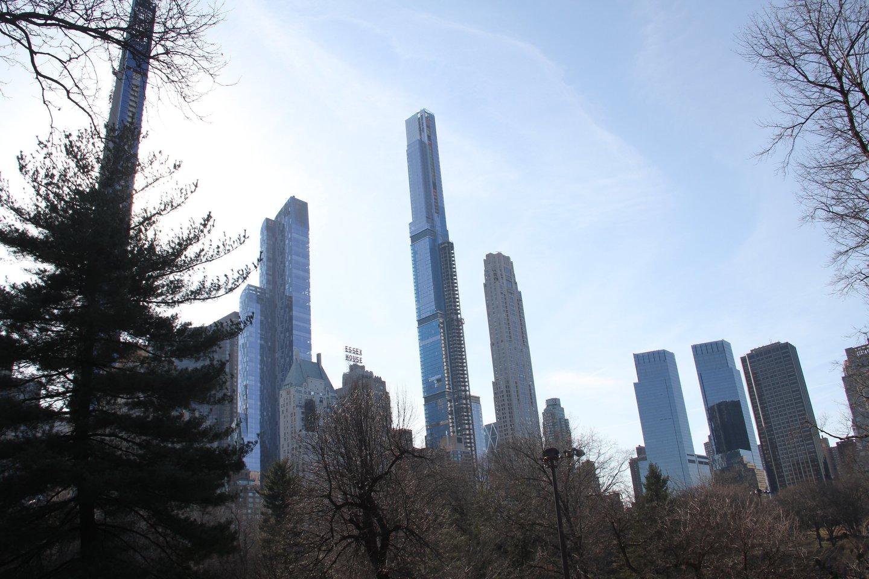 """Pirmoje aukščiausių pastatų vietoje – 2014 m. pradėtas statyti 134 aukštų dangoraižis """"Central Park Tower"""", kurio statybų pabaiga numatyta šiemet.<br>ZumaPress.com/Scanpix nuotr."""