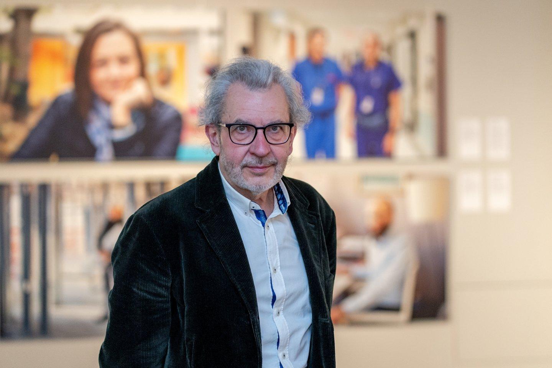 Fotomenininkas Arūnas Baltėnas parodoje pristato dirbančios ir kuriančios Lietuvos paveikslą.<br>LNM (S.Samsono) nuotr.