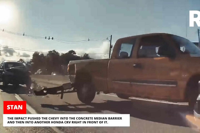 """""""Tesla"""" automobiliai yra nusagstyti kameromis.<br>Stop kadras"""