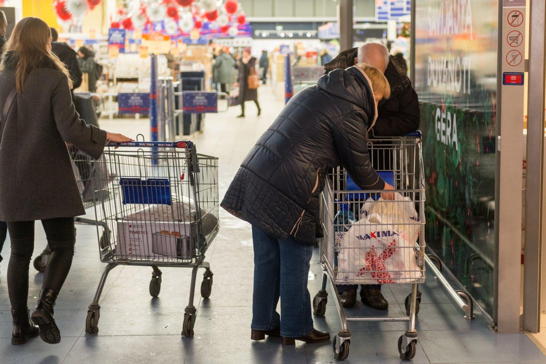 Lietuvių srautas į maisto parduotuves gegužės pradžioje buvo didžiausias per visus 2021 m.<br>J.Stacevičiaus nuotr.