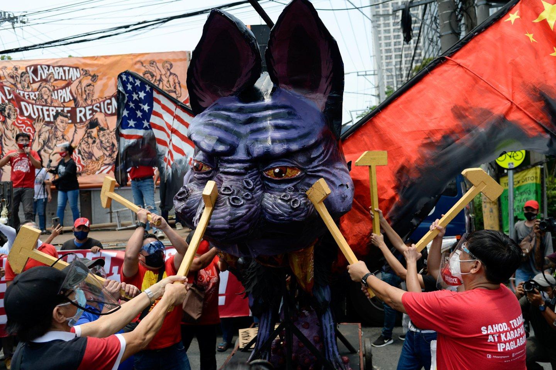 Protestas prieš prezidentą R.Duterte Filipinuose.<br>REUTERS/Scanpix nuotr.