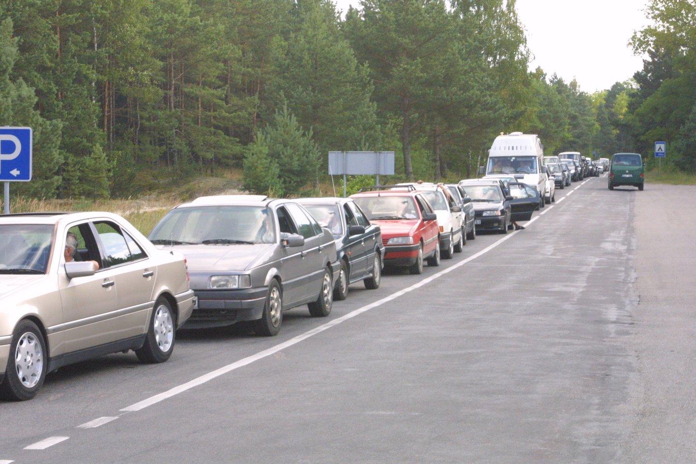 Pagrindinis oro taršos Klaipėdoje šaltinis yra transportas, o klaipėdiečiai už oro taršos pasekmes moka daugiausiai Lietuvoje.<br>A.Čepulinskaitės nuotr.