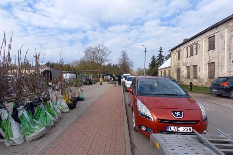 Biržiečiai negali patekti į ūkininkų turgų, nors karantinas jau atlaisvintas.<br>L.Rušienės/panskliautas.lt nuotr.