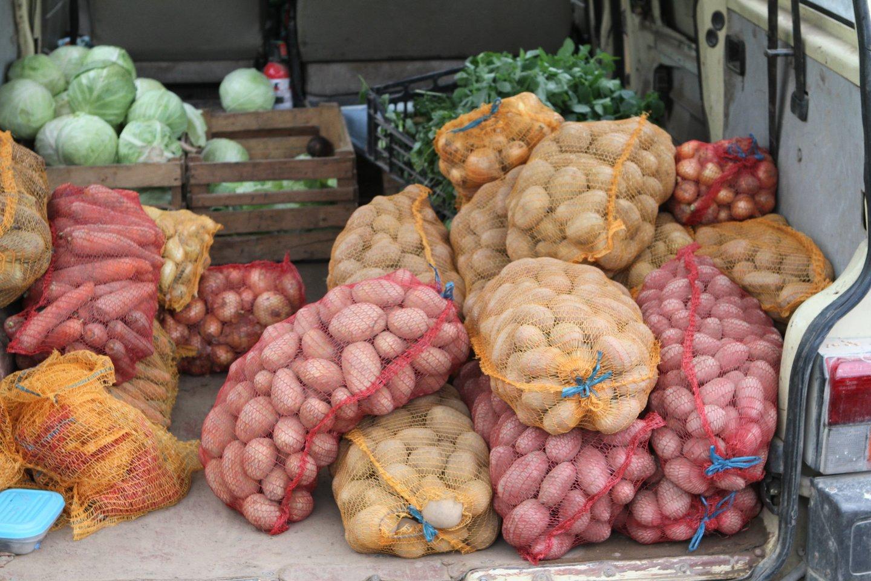 Biržiečiai negali patekti į ūkininkų turgų, nors karantinas jau atlaisvintas.<br>M.Patašiaus nuotr.