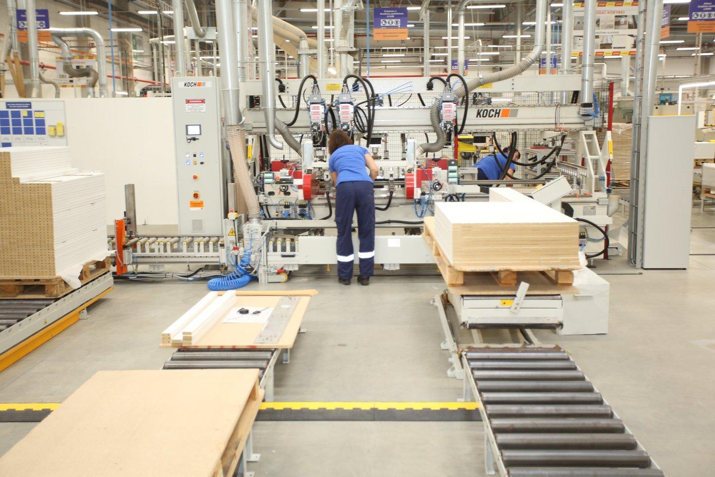 Per metus 68 tūkst. padaugėjo ilgalaikių bedarbių, tačiau tuo pat metu pramonėje sunku surasti darbuotojų.<br>M.Pata