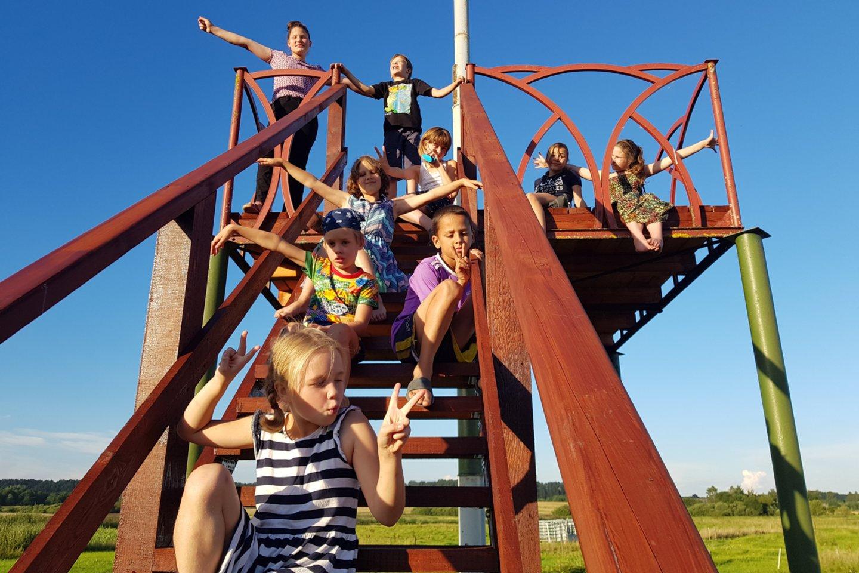 Sikorskių šeimynoje auga devyni vaikai nuo 6 iki 14 metų.<br>Asmeninio albumo nuotr.