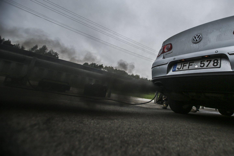Šią vasarą ne mažiau kaip penkiose Vilniaus vietose bus matuojama automobilių keliama tarša realiomis jų važiavimo sąlygomis.<br>G.Bitvinsko nuotr.